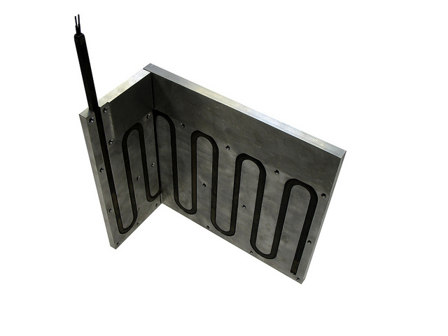 Aluminium plate with replaceable heater