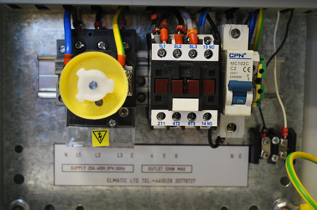 Wiring details single control box